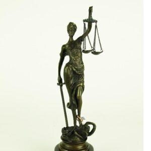 Rzeźby / Figurki / Kolumny